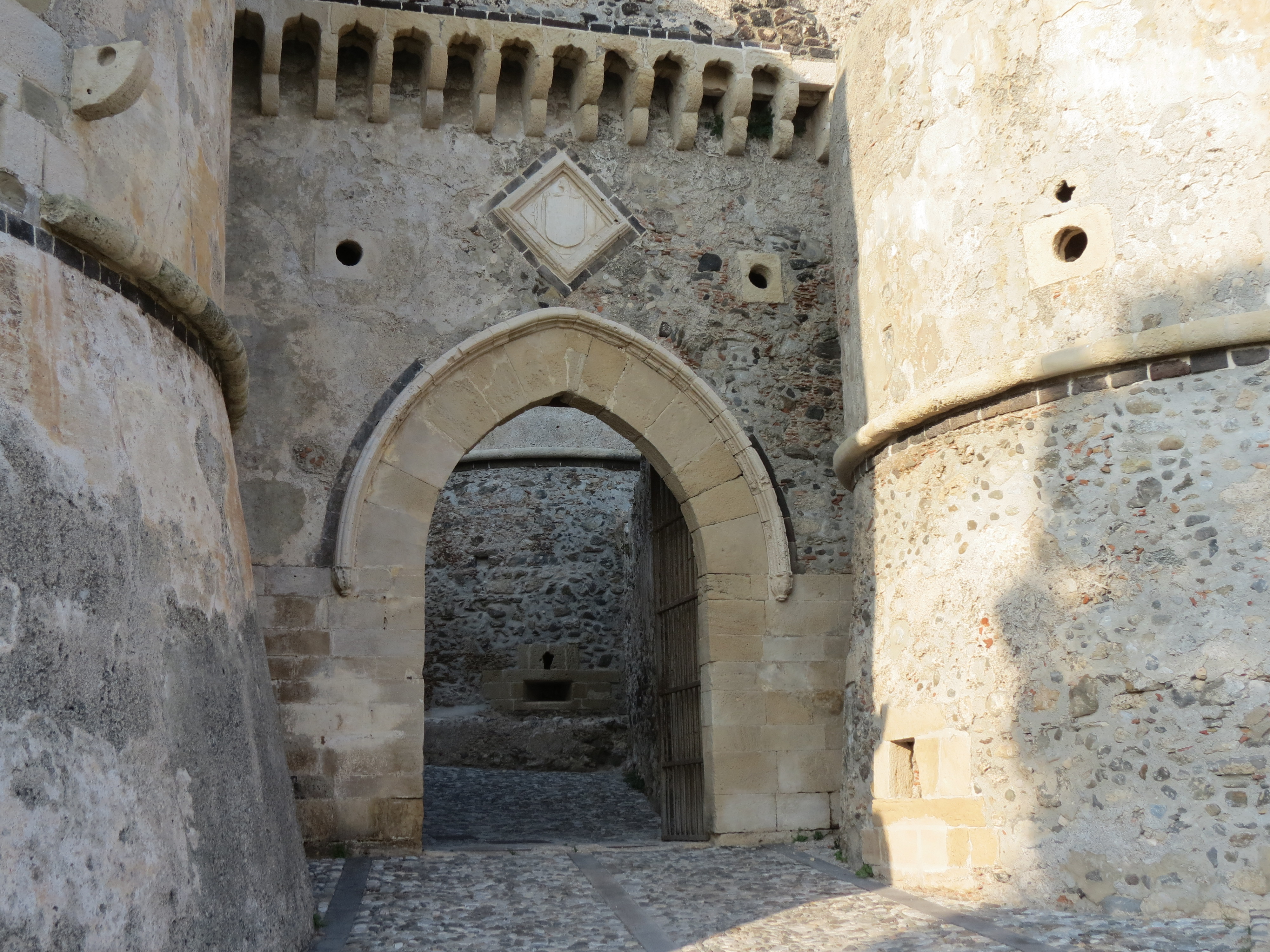 The main gateway with the Aragonese coat of arms above it.